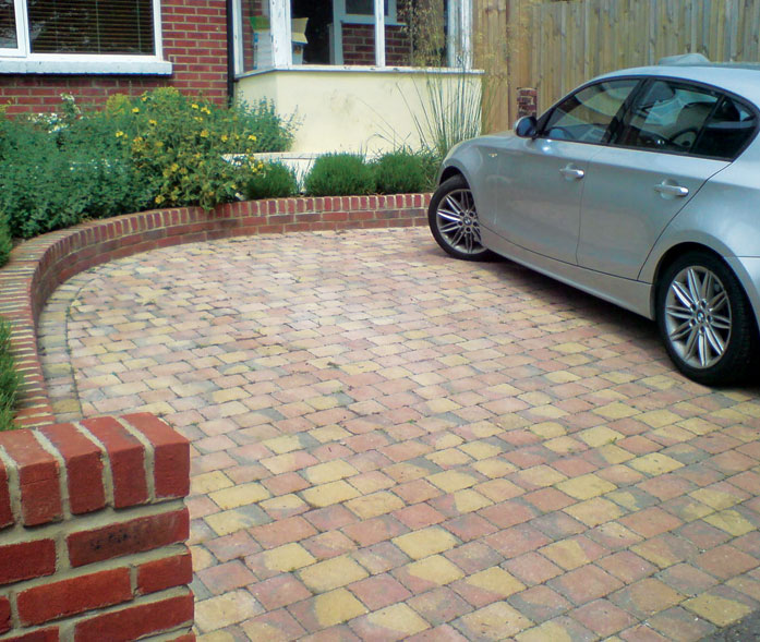 'Autumn gold' tumbled block paving.