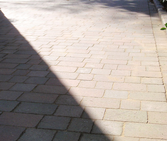 'Antique autumn mix' block paving.